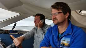 Daglig leder Arne Magnar Guttelvik er ofte ute på sjøen, sammen med faren Magnar Guttelvik Foto: Privat