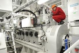 Bildet viser deler av MaK- og Siemens-installasjonen om bord.
