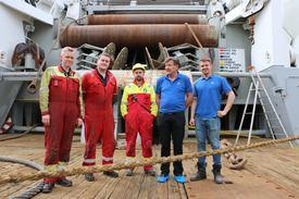 Maskinjef Roger Kupen, skipselektriker Martin Peder Fiskerstrand, matros Mathias Ytterland, Kaptein Geir Jarnes og styrmann Anders Fløysand.