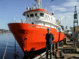 Alexander Aas, daglig leder i Aas Kystservice sier de nå har startet å gjøre serviceoperasjoner med deres nye fartøy