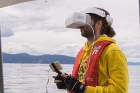 iPhone koblet til VR-briller Foto: Blueye