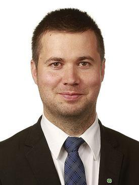 - Selv om mitt parti står bak elbilpolitikken, så er det enorme beløp som gir industriutvikling i andre land, sier leder av næringskomiteen Geir Pollestad til Skipsrevyen. Foto: Senterpartiet.
