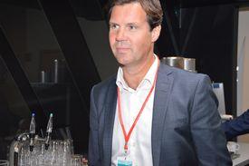 Konsernsjef Henning Beltestad i Lerøy Seafood Group tror hurtigretten Poke kan bli en utfordrer for sushien i Norge. Foto: Therese Soltveit.