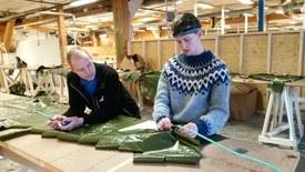 Grûnder og daglig leder Lars Berg-Hansen (til høyre) og produktutvikler Lars Alstad kan se tilbake på to intense år for NorseAqua AS. Selskapets produkter når allerede ut til kunder langs Norskekysten, på Færøyene, Shetland og i Skottland. Foto: Norseaqua.