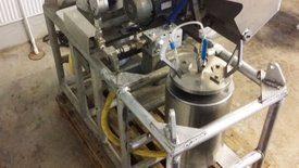 Bilde viser utstyret Stofnfiskur bruker for trykkbehandling av rognen for triploidisering. Foto: Salmobreed.