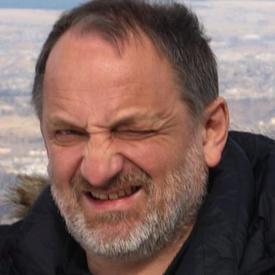 Rolf Erik Olsen er forsøksleder for prosjektet på Havforskningsinstituttet. Han undersøkt hvilken effektgenmodifisert camelinaolje i fiskefôrhar hatt på smolt. Foto: NTNU.