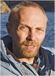 Lars-Johan Naustvoll forteller at gjødsel kan være med å stimulere en algeoppblomstring ytterligere, men det er flere faktorer som spiller inn.  Foto: Havforskningsinstituttet.