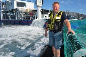Frank Øren som her er avbildet er en av oppfinnerne bak Hydrolicer, sammen med Odd Einar Grøntvedt. Begge eier sammen med Marine Harvestpatenten på Hydrolicer. Foto Sturla Nordbøe.