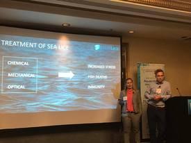 Karoline Sjødal Olsen og Lars-Kritsian Opstad holder presentasjon på Aquaculture Innovation Summit i London 2017. Foto: Blue Lice.