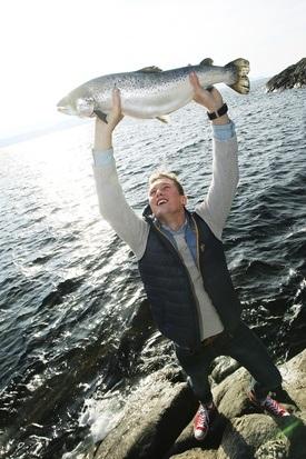 Simen Langeteig jobber i dag hos Lerøy Seafood Group, men ble uteksaminert ved Nord universitet med en Bachelor i havbruksdrift og ledelse våren 2016. Foto: Nord Universitet.
