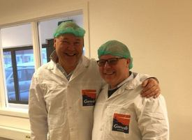 Jørn-Gunnar Jacobsen med Trond Einar Olaussen. Foto: Norwegian Fish Company.