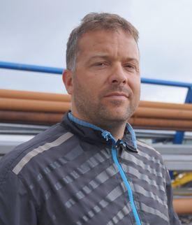 Åsmund Sørfonn, prosjektleder ved Fitjar Mek. Verksted gleder seg over at leveransen av arbeidsbåten «Aqua Star» nå er i en sluttfase. Foto: FMV.