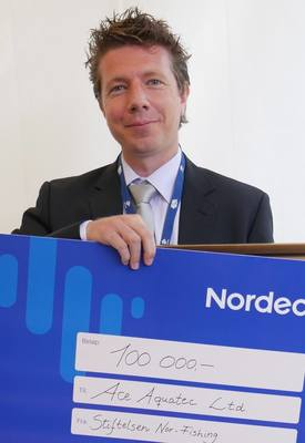 Nathan Pyne-Carter pictured with the  NOK100,000 cheque that came with the Aqua Nor Innovation award last year. Photo: FFE