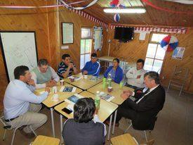 Salmonexpert fue parte de la reunión sostenida entre los dirigentes de comunidades mapuche y los representantes de Hendrix Genetics. Foto: Erich Guerrero.