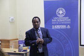 Dr. Fred Kibenge , autor libro