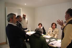 Discusión por grupos del taller. Foto: Francisco Soto, Salmonexpert.