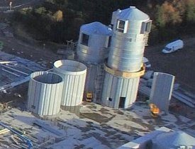 The dry material silos are beginning to take shape. Photo: Marine Harvest