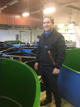 Leif Gøran Skår, daglig leder i Austevoll Rensefisk forteller de stadig utvider anlegget og har i fjor levert mer fisk enn hva som var budsjettert. Foto: Austevoll Rensefisk.