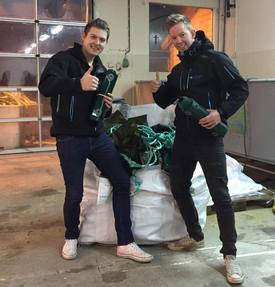 Thomas og Runar Leirgulen kort tid etter de lanserte første skjulet. Foto: Havbruksutstyr.