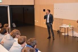 Henning Beltestad holdt foredrag om Lerøy sin virksomhet for 2500 entusiastiske ungdommer på årets Ocean talent Camp.  Foto: Therese Soltveit