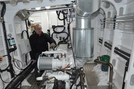 - Nye forskrifter har vært med på å øke standarden på arbeidsbåtene. En med innsikt i faget vil se at dette er bygget etter en skipsbyggerstandard, ikke lystbåt, sier båtbygger Ronald Hellenes.