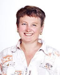 Renée Bechmann har forsket på effekten av lusemiddel på reker. Resultatene så langt viser at hydrogenperoksid er skadelig for reker selv når det er fortynnet 1:1000. Foto: IRIS.
