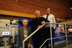 Ideskaperen til CO2-lufteren er tidligere Sintef-forsker Yngve Ulgenes (i midten). Produsent av lufteren er Alvestad Marin, her ved Runar Alvestad (t.h). Asbjørn Bergheim (t.v.) ved Iris (tidligere Rogalandsforskning) har gjort den vitenskapelige uttestingen av den.