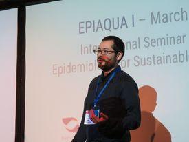 Manuel Lepe, médico veterinario y estudiante del doctorado en medicina de la conservación de la Universidad Andrés Bello. Foto: Francisco Soto, Salmonexpert.