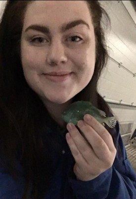 Claudia Pettersen (23) skriver sin bacheloroppgave om lusespiseren rognkjeks, og er nå tilbudt jobb hos Atlantic Lumpus hvor hun vil starte 1.juni. Foto: Atlantic Lumpus/privat.
