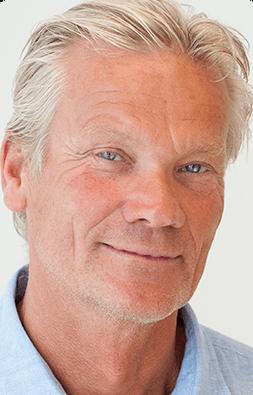 Daglig leder Svein K. Waagbø sier Møre Maritime har ambisjoner om å vokse, og har derfor bestemt å ansette minst to nyutdannede maritime sivilingeniører, og mener Berthelsen er en perfekt match for selskapets fremtidsplaner. Foto: Møre Maritime.
