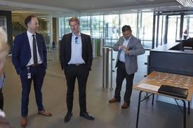 Olje- og Energi minister Terje Søviknes, Markedssjef i Framo Geir Helgesen og Managing Director for Framo Innovation Oddbjørn Jacobsen. Foto: Framo