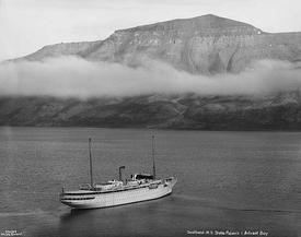 MY «Stella Polaris» i Adventfjorden på Svalbard i 1928. Foto: Anders Beer Wilse