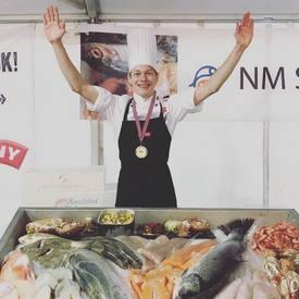 I 2017 var det Halvor Leithaug som vant NM i sjømathandel, han er også en av deltakerne som har gjort det bra og gått videre til finalen i år også. Foto: Privat.