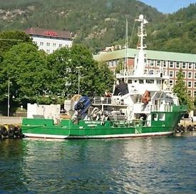 Her er Simon Princess innom Bergen.