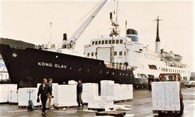 MS MS «Kong Olav» losser i Bergen i 1966. Foto: Harald Sætre - Wikipedia