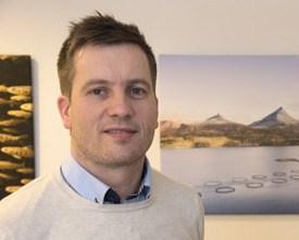 Frode Lauritzen, personalsjef hos SinkabergHansen sier selskapet til enhver tid har som mål om å ha 10 lærlinger inne. Foto: SinkabergHansen