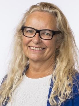 AP-politiker Ruth Grung (A) spurte fiskeriministeren om han fortsatt mener  det er relevant å hindre eksport av produksjonsfisk for å beskytte omdømme av norsk sjømateksport. Klikk for større bilde. Foto: Stortinget.