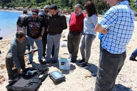 Docentes participando en actividades en la Estación de Biología Marina en Dichato. Foto: Incar.