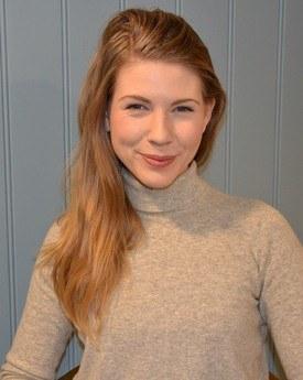Ingeborg Johansen er sertifiseringskoordinator og trives hittil godt i den nye jobben. Klikk for større bilde. Foto: Ole Andreas Drønen/Kyst.no.