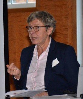 Spesialinspektør Aud Skrudland forteller at det var påvist ILA virus i 9 av 10 prøvetatte laks hos Mowi, men de endelige resultatene er enda ikke bekreftet. Foto: Therese Soltveit.