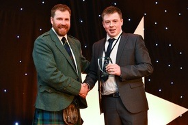 Billy Welsh receives his runner-up award from Jim Smith. Click on photo to enlarge. Photo: Lantra Scotland.