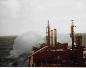Det var tidvis høye bølger i Sør-Kinahavet den høsten. Foto: Frank Pedersen