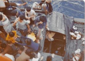 Det var kummerlige forhold om bord i den lille båten. Foto: Frank Pedersen