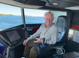 Det endte godt for akterutseilte John (85) takket være en snarrådig bussjåfør og hurtigbåten til Kristiansund. Foto: Arve Svenning.