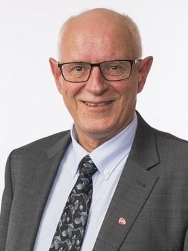Stortingsrepresentant Magne Rommetveit (Ap) fra Hordaland er skeptisk til Torghatten sin dårlige regularitet på det viktige E39-sambandet Haljem-Sandvikvåg. Foto: Peter Mydske