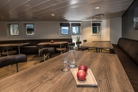 Bilde fra Aker Biomarines flaggskip for krill «Antarctic Endurance» og Shipnors leveranse av møbler til Vard Accommodation. Foto: Shipnor
