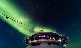 Nordlyset danser over MS Roald Amundsen i Nordvestpassasjen. Foto: KARSTEN BIDSTRUP/Hurtigruten