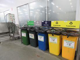 Punto limpio para el almacenamiento de diversos residuos no peligrosos generados en la planta de Chinquihue. Foto: Karla Faundez, Salmonexpert.