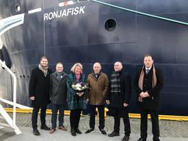 Fra venstre: Robin Halsebakk (Sølvtrans), Kim- Gjøran Paulsen (Skipper), Gudmor Mrs. Su Cox, Halvard Aas (Aas Mek), Roger Halsebakk (Sølvtrans), Bjørn Magne Aas (Aas Mek)