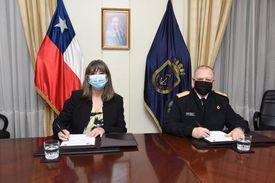 Sernapesca y Armada firman convenio para operar embarcación que fiscalizará acuicultura en Magallanes. Foto: Armada.